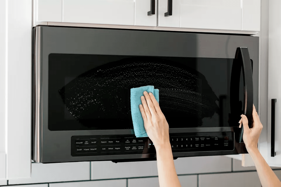 how to clean and maintain a microwave oven